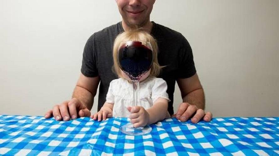 Czy można dać dziecku spróbować alkohol?